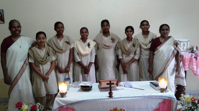 Candidates with srs.Rosamma & Sabitha at the occassion of Entrance to the Novitiate